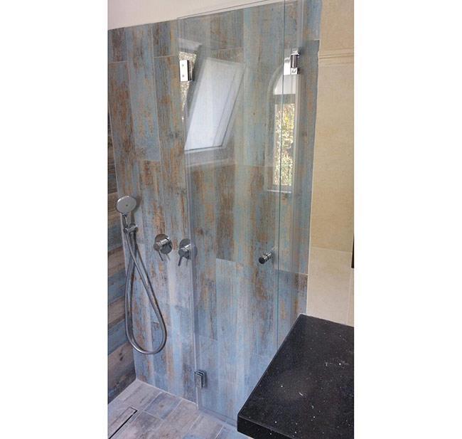 מקלחון חזית מזכוכית 2 - א.ר. שיווק