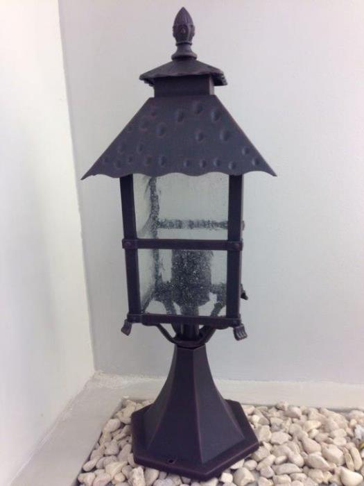 עמוד תאורה מעוצב - אופק תאורה חוץ ופנים