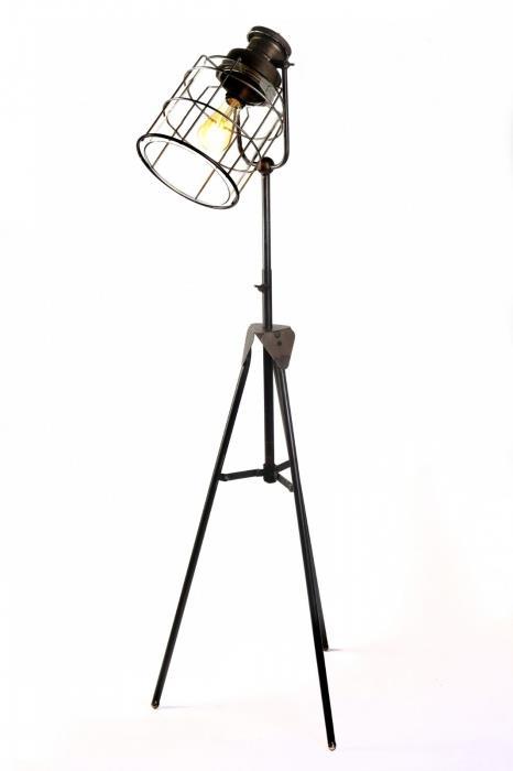 מנורה עומדת אלגנטית - אופק תאורה חוץ ופנים