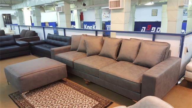 ספה מרופדת עם הדום - רהיטי חנות המפעל