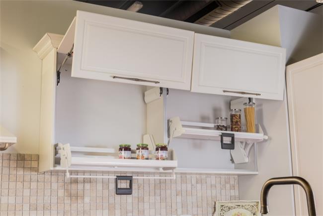 מנגנון נגישות למדף עליון  - ERA Kitchens