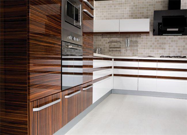 דלתות היי גלוס חום פסים - ERA Kitchens