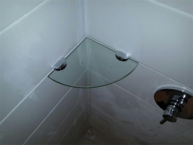 מדפים מזכוכית - ArtGlass