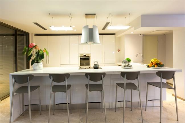 מטבח היי גלוס מודרני - ERA Kitchens