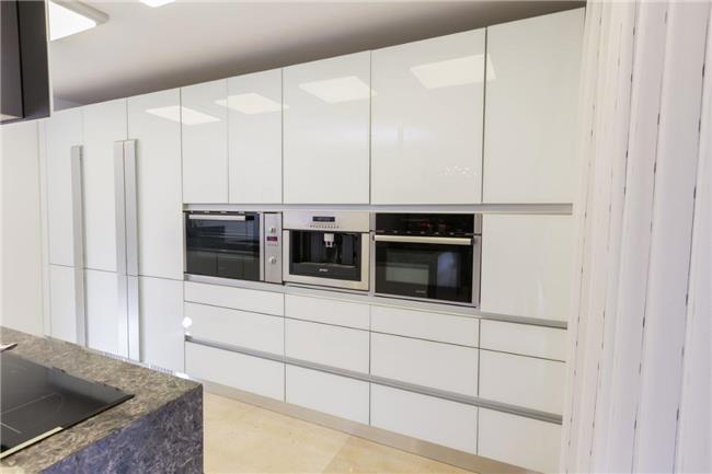 מטבח זכוכית מודרני - ERA Kitchens