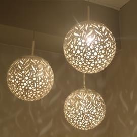 גוף תאורה כדור קרמיקה מחורר - תמי ורפי תאורה מעוצבת