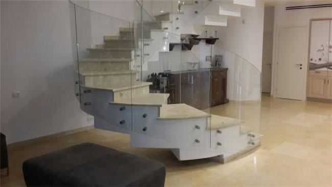 מעקות זכוכית - קליר תעשיות זכוכית