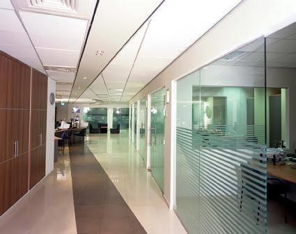 דלתות זכוכית - קליר תעשיות זכוכית