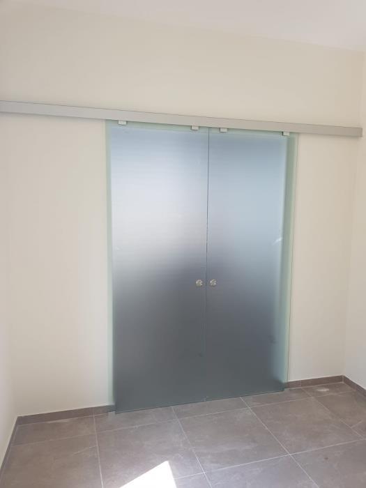 דלתות הזזה מזכוכית - קליר תעשיות זכוכית