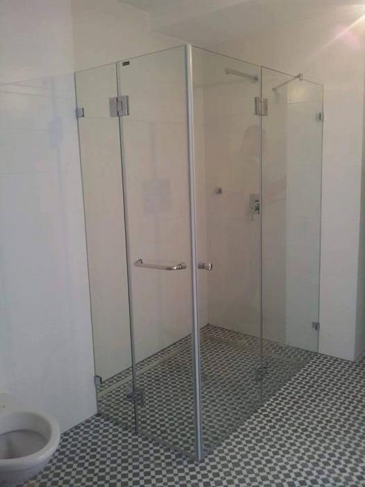 מקלחון פינתי 2 דלתות - קליר תעשיות זכוכית