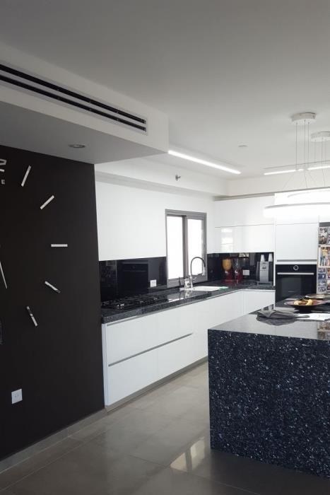 חיפוי זכוכית שחור למטבח - קליר תעשיות זכוכית