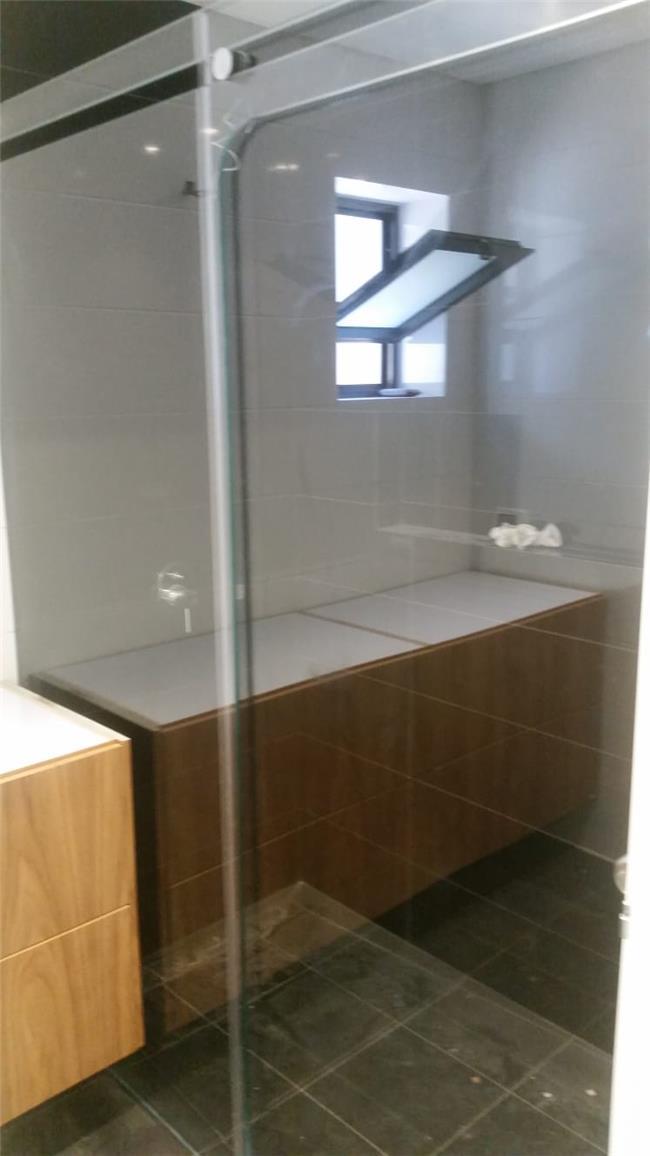 מקלחון זכוכית - קליר תעשיות זכוכית