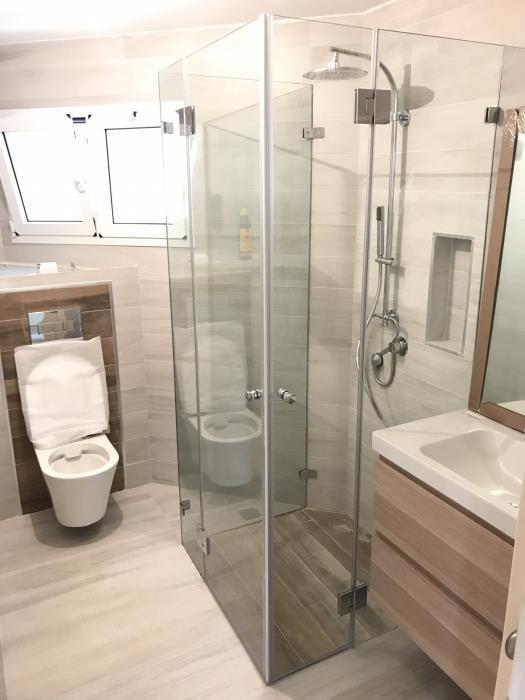מקלחון מותאם אישית - קליר תעשיות זכוכית