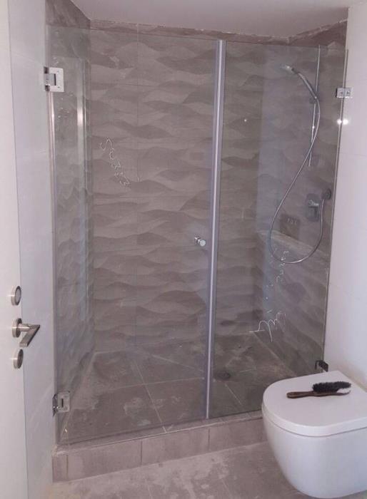 מקלחון חזית מזכוכית - קליר תעשיות זכוכית