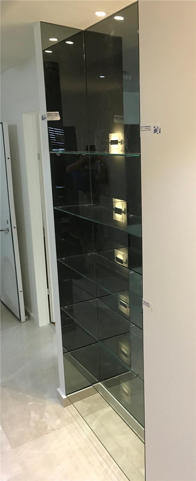 מדפים אלגנטיים מזכוכית - קליר תעשיות זכוכית