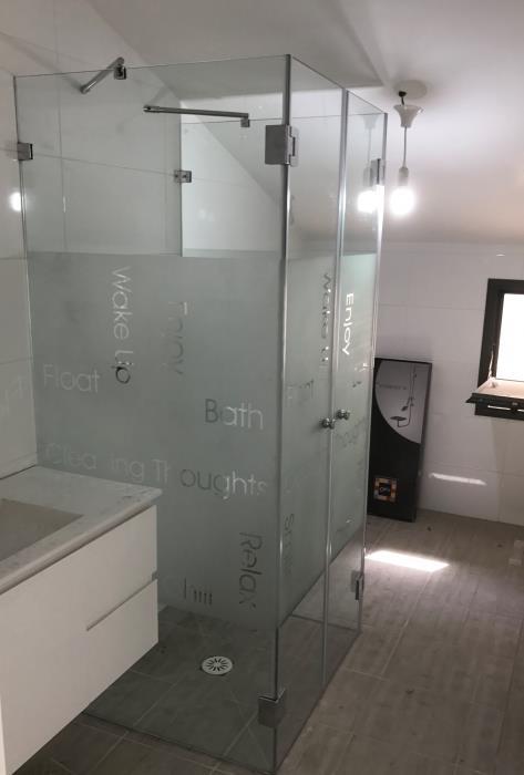 מקלחון מעוטר - קליר תעשיות זכוכית