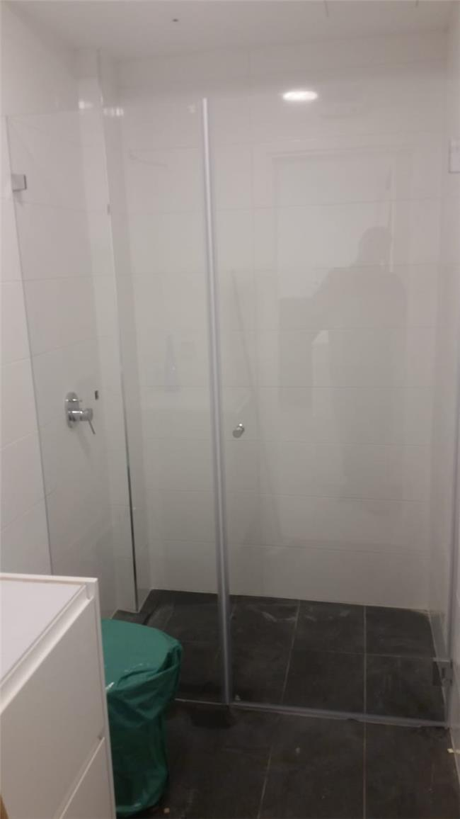 מקלחון חזית מותאם - קליר תעשיות זכוכית
