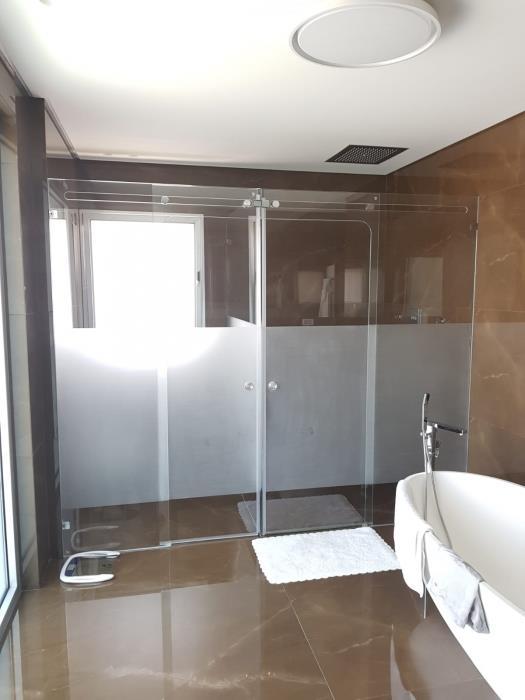 מקלחון מזכוכית - קליר תעשיות זכוכית