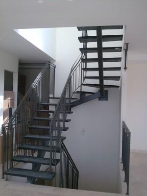 """מדרגות מתכת - מסגרית הדודים בע""""מ"""