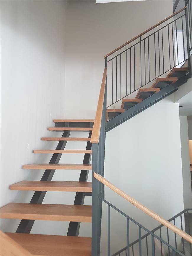 """מדרגות מתכת מעוצבות - מסגרית הדודים בע""""מ"""