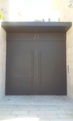 """דלת כניסה - מסגרית הדודים בע""""מ"""
