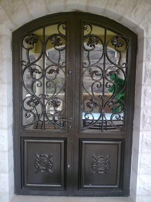 """דלת מעוצבת לכניסת הבית  - מסגרית הדודים בע""""מ"""