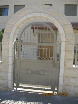 """דלת כניסה בעיצוב יפיפה  - מסגרית הדודים בע""""מ"""