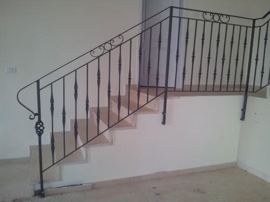 """מעקה מדרגות מפואר - מסגרית הדודים בע""""מ"""