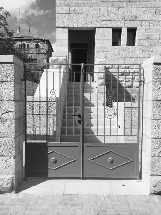 """דלתות כניסה איכותיות  - מסגרית הדודים בע""""מ"""