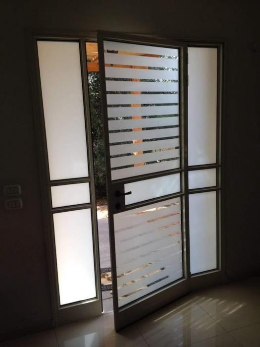 דלת כניסה לבית מעוצבת  -  אלומיניום עבודות AZ