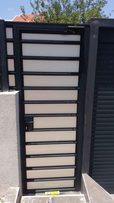 דלת כניסה דגם בלגי  -  אלומיניום עבודות AZ