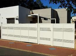 גר לבנה לחזית הבית - עולם הגידור - תכנון ויצור גדרות