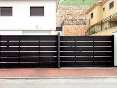 שער בצבע שחור - עולם הגידור - תכנון ויצור גדרות