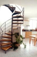 מדרגות לולייניות חומות  - קו נבון