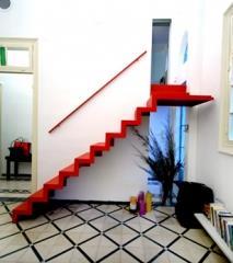 מדרגות פנים אדומות - קו נבון