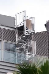 מדרגות דו שלביות - קו נבון
