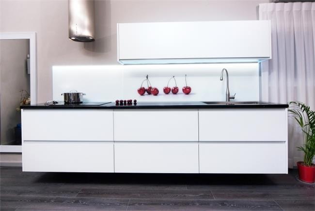 מטבח אינטגרלי מזכוכית משי - תדמית מטבחים