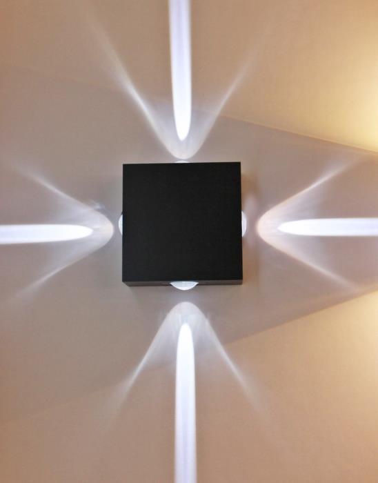 מנורת קיר לייזר 4 כיוונים - ברק תאורה