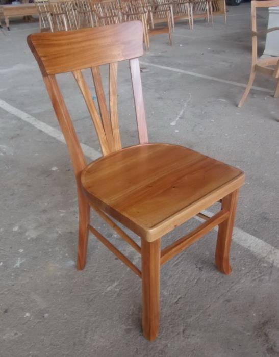 כיסא מהגוני בגימור לכה - Treemium - חלומות בעץ מלא