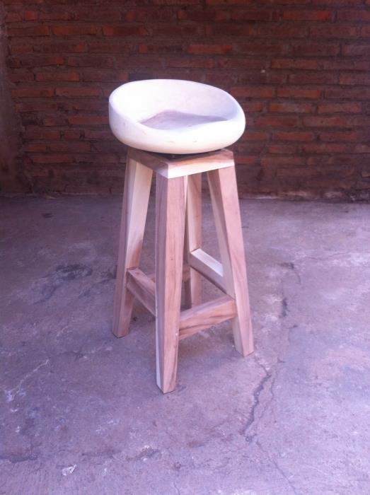 כסא בר ייחודי מעץ - Treemium - חלומות בעץ מלא
