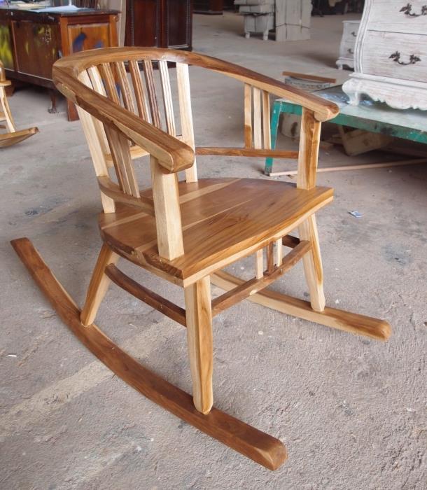 כסא נדנדה מדליק - Treemium - חלומות בעץ מלא