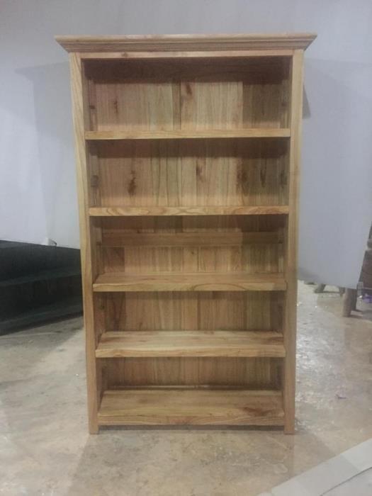 ספרייה כפרית מעץ בגוון טבעי - Treemium - חלומות בעץ מלא