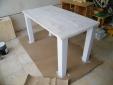 צביעת שולחן מעץ אורן