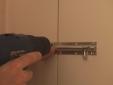 התקנת בריח נעילה לדלת