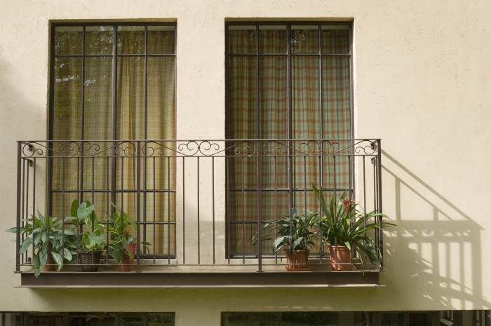 מרפסת פרטית הפונה לחצר, צילום:יונתן בלום
