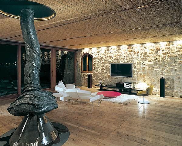 חלל מגורים שתכנן חלף בביתו של גיל שוויד <br/>(צילום: עודד חלף)