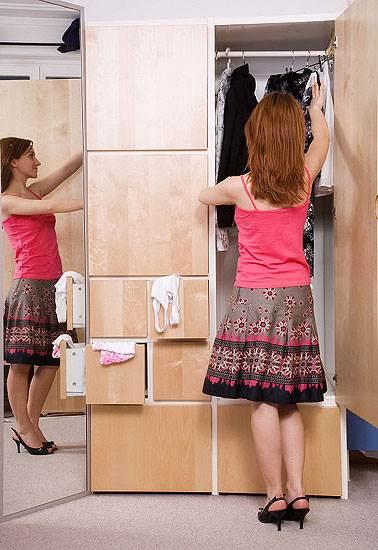 יש לרוקן את כל התאים בארון ולהתחיל למיין (צילום: אילוסטרציה)