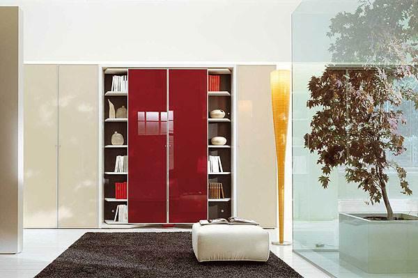 <br/>ארון שמסתובב על ציר והופך למיטה אותה ניתן לפתוח, דגם LGM,