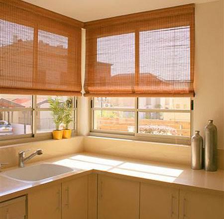 וילונות מיקדו העשויים מבמבוק או מקש, מעניקים את המענה האופטימאלי במטבח וניתן לשטוף אותם במים,
