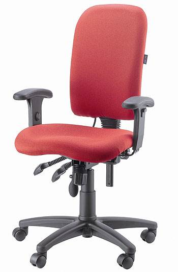 מומלץ להשתמש בכסא מרופד בעל משענת וגלגלים <br/>המותאם לישיבה מרובה במהלך היום, דר גב<br/>(צילום: יח